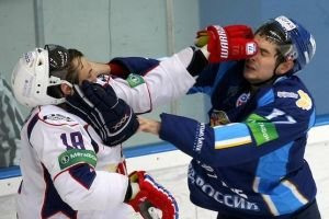 Sergei Fedorov gets into a fight to avenge his brother Fedor